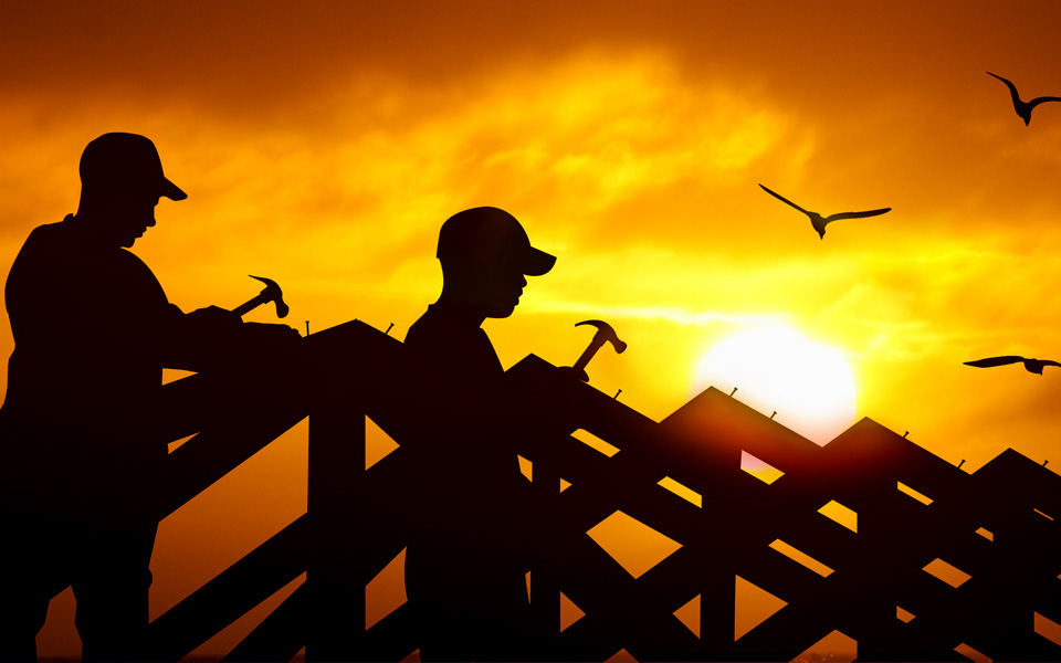 2 worker repairing roof
